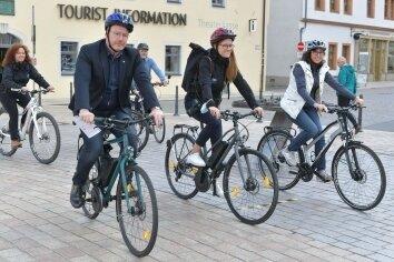 Mitarbeiter der Stadtverwaltung testeten die neuen Touren.