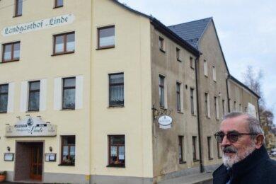 Mühlaus Bürgermeister Frank Petermann will so schnell wie möglich Bauarbeiten zum Brandschutz im Gasthof Linde starten. Dafür ist eine Sondersitzung am Mittwoch notwendig und der Ankauf eines Nachbargrundstücks, das dem Freistaat Bayern gehört.