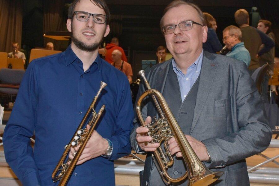 Seit 1991 war Steffen Paulus Vorstandsvorsitzender des Stadtorchesters Markneukirchen. Jetzt hat er den Staffelstab an Florian Stark übergeben.