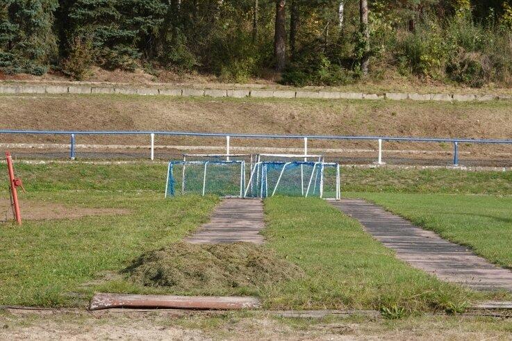 Ein Teil der Stadionanlagen wirk bereits wie eine Baustelle. Doch die Sanierung der Anlage hat noch nicht begonnen.
