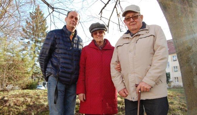 Gert (links), Christa und Johannes Herrmann übernahmen nach der Wende die Mützenfabrik in Lunzenau. Das große Geschäft aber blieb aus.