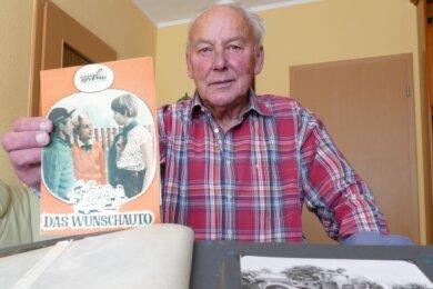 In einem Fotoalbum bewahrt Peter Buschmann viele Erinnerungen sowohl an die Dreharbeiten als auch an die Premiere im Filmeck auf.
