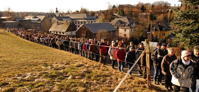 """<p class=""""artikelinhalt"""">530 Wanderlustige aus Nah und Fern nahmen am Sonntagvormittag an der """"Freien Presse""""- Winterwanderung Rund um Auerbach teil.      </p>"""
