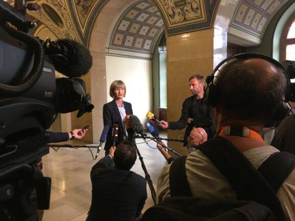 Oberbürgermeisterin Barbara Ludwig ruft am Montagmittag angesichts weiterer für den Abend angekündigter Demonstrationen rief die Oberbürgermeisterin alle Seiten zur Besonnenheit auf.