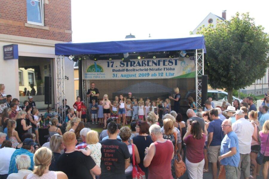 """Die Organisatoren des Gewerbevereins Flöha hatten 2019 zum Straßenfest die Rudolf-Breitscheid-Straße zwischen Villa Weißbach und Café """"Kolibri"""" zur Fußgängermeile umfunktioniert. Dieses Jahr planen die Mitglieder ein Picknick im Baumwollpark."""