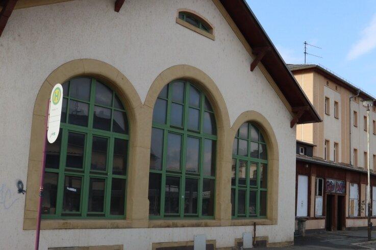 """Im linken Teil des Bahnhofsgebäudes befand sich einst auch eine """"Mitropa""""-Gaststätte. Vor dessen Abriss soll noch eine Party steigen."""