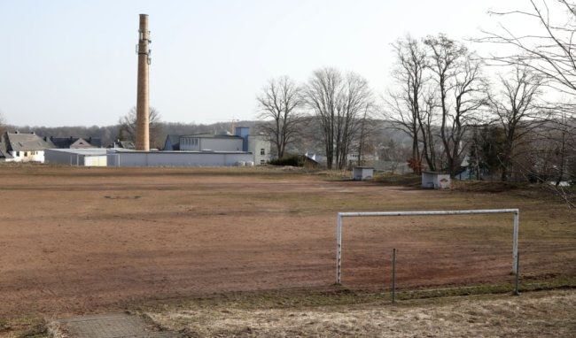 Der alte Hartplatz hat seine Funktion verloren. Hier soll ein Wohngebiet entstehen.
