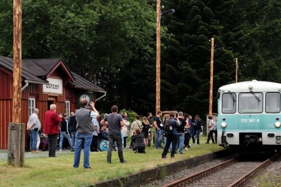Die sogenannten Ferkeltaxis verkehren regelmäßig auf der Bahnstrecke im oberen Vogtland.