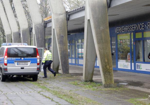 Ein Toter ist am Montagnachmittag am Busbahnhof in Chemnitz gefunden worden.