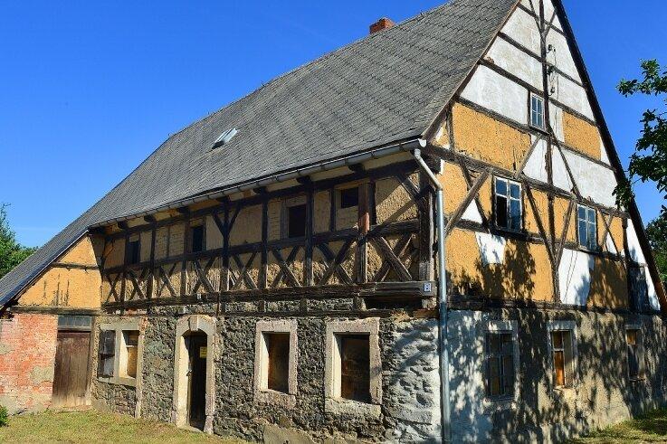 Bei dem sogenannten Paddags-Haus in Pappendorf soll es sich um eines der ältesten Häuser in Mittelsachsen handeln. Die obere Denkmalbehörde des Freistaates datierte seine Entstehung auf 1621 bis 1625.
