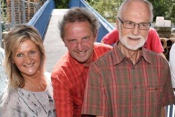 Als Stadtrat gab Schlick am 2. August 2018 die Elsterbrücke Hoher Steg frei - mit Stadtbaumeisterin Kerstin Zollfrank und Anwohner Lothar Hüttner.