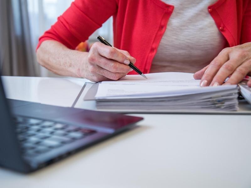 Entscheidet sich ein Pflegebedürftiger für die Unterbringung in einer Pflege-WG, muss das steuerlich berücksichtigt werden.