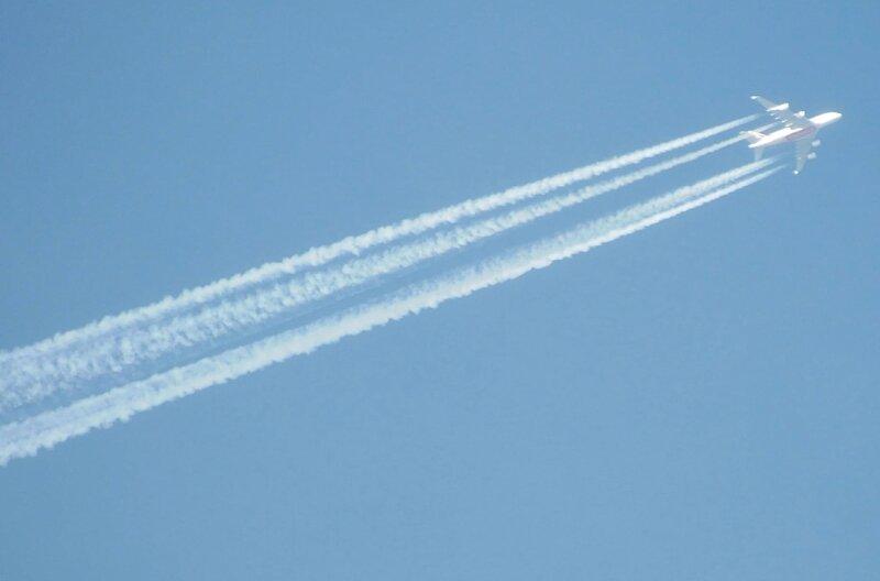 """<p class=""""artikelinhalt"""">Über Rochlitz gesichtet: ein Airbus A 380 in etwa 11.000 Metern Höhe auf seinem Weg von Manchester nach Dubai. Am Bauch des größten Passagierflugzeuges ist die Fluggesellschaft erkennbar: Emirates.</p>"""