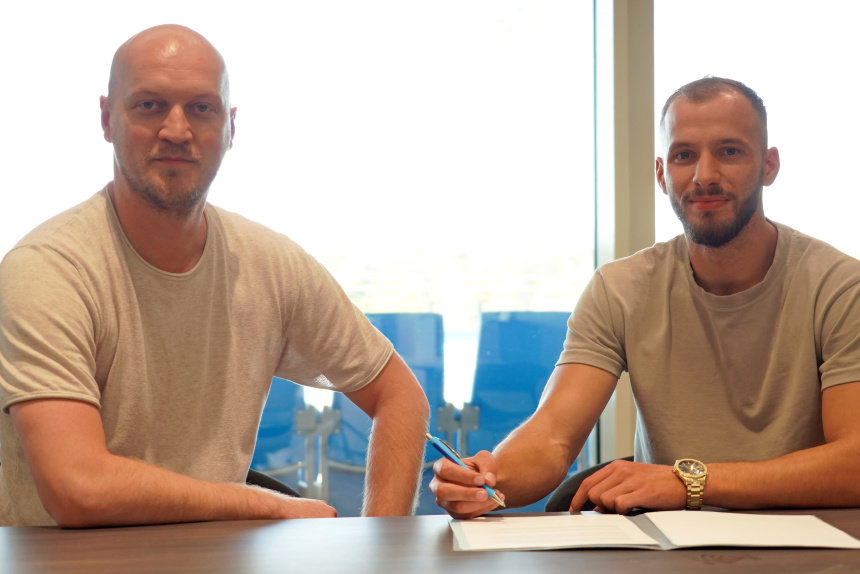 Sportdirektor Armin Causevic (links) mit Neuzugang Adis Omerbasic.