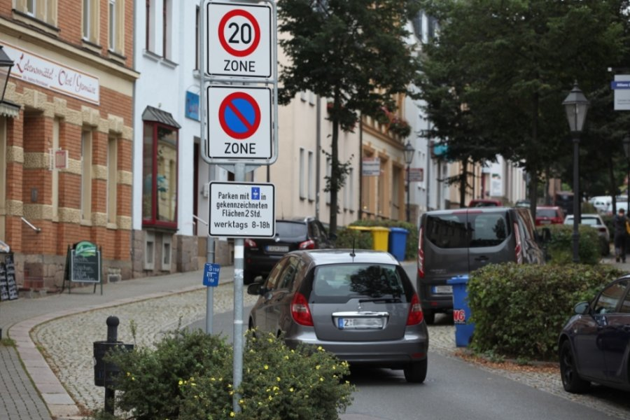 In der Hermannstraße stehen für Anwohner nicht überall Parkplätze in Innenhöfen zur Verfügung.