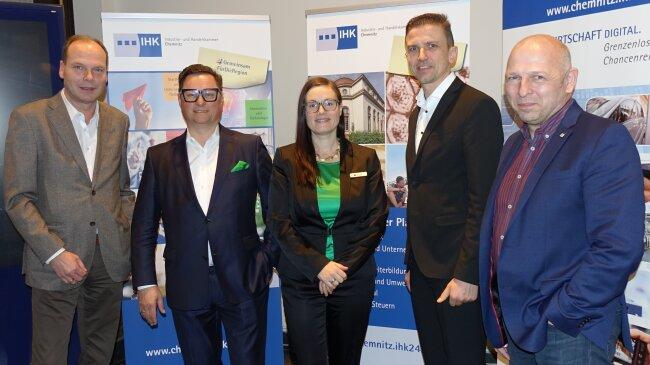 Von links: Geschäftsführer Kai-Uwe Groß, Präsident Hagen Sczepanski, Geschäftsführerin Sina Krieger, Geschäftsführer Tino Seidel sowie Inhaber Frank Montua.