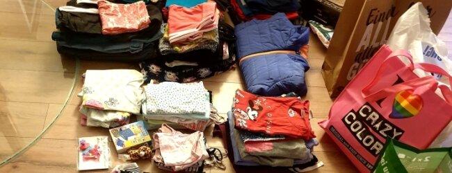 Der Faschingsclub Penig sammelte Kindersachen, mit denen die beiden Mädchen aus Euskirchen nun in Penig versorgt werden.