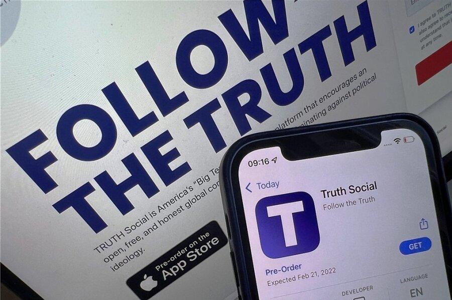 Alternatives Netzwerk für alternative Fakten? Ex-US-Präsident Donald Trump will ein eigenes soziales Netzwerk gründen. Es gibt eine Homepage truthsocial.com mit einem Link zu einer I-Phone-App, die man vorbestellen kann. Im App-Store von Apple wird der 21. Februar 2022 als Startdatum genannt.