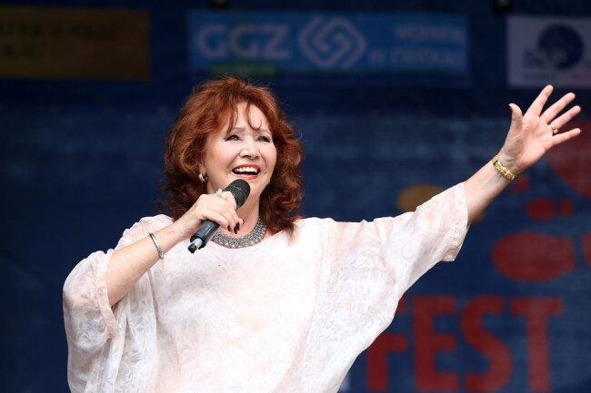 Die 52 Berufsjahre merkte man Regina Thoss bei ihrem Auftritt am Kornmarkt nicht an.