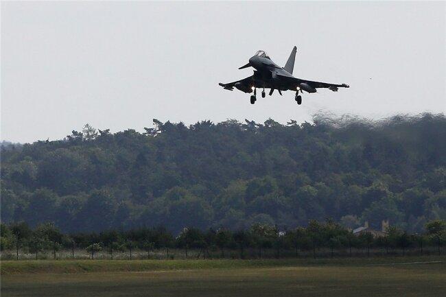 Ein Eurofighter - das Symbolfoto zeigt eine Landung nach einem Übungsflug nahe Rostock - ist am Dienstag über Mühlental geflogen. Es handelte sich um einen Trainingsflug.