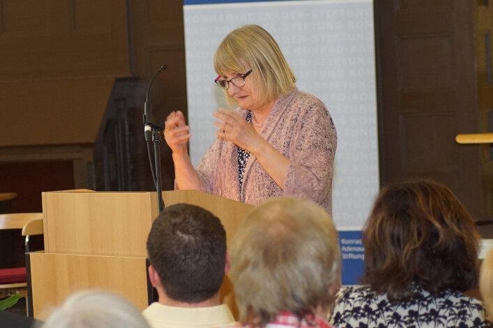 Lebhafte Diskussion mit Vera Lengsfeld