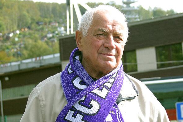 Kurt Viertel im Jahr 2009 bei einem Stadionbesuch in Aue.