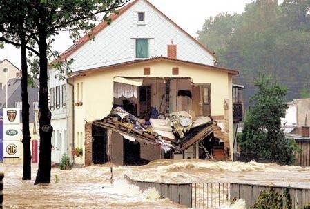 Das Haus Grünthaler Straße 49 hielt den Wassermassen nicht Stand.