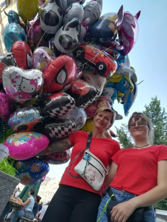 Nancy Neupert und ihre Tochter Lilly kennen die Trends im Luftballon-Geschäft.