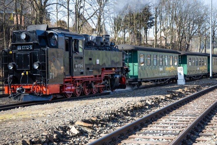 Trotz Corona-Pandemie: Der tägliche Dampfbetrieb der Fichtelbergbahn innerhalb des öffentlichen Personennahverkehrs bleibt bis auf weiteres unverändert bestehen.