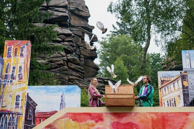 """Tolle Szenen auch ohne Geknalle: """"Der Herr Der Diebe"""" auf der Naturbühnen an den Greifensteinen."""