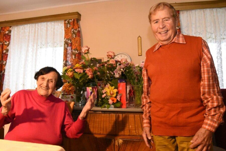 Lebensfreude auch in schwierigen Zeiten: Anna Seidel feierte am Montag ihren 107. Geburtstag. Volksmusiker Eberhard Hertel gehörte in dieser Woche zu den Gratulanten.