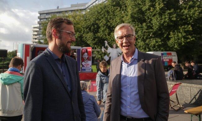 Dietmar Bartsch (rechts), Co-Fraktionsvorsitzender der Linkspartei im Bundestag, mit dem Chemnitzer Direktkandidaten Tim Detzner.