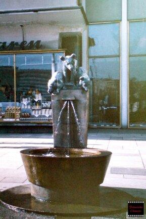 Der Bärenbrunnen mit der Plastik von Otto Pilz aus dem Jahr 1914, die vor über 20 Jahren von Unbekannten gestohlen wurde. Einige Chemnitzer engagieren sich für eine Rekonstruktion des Brunnens.