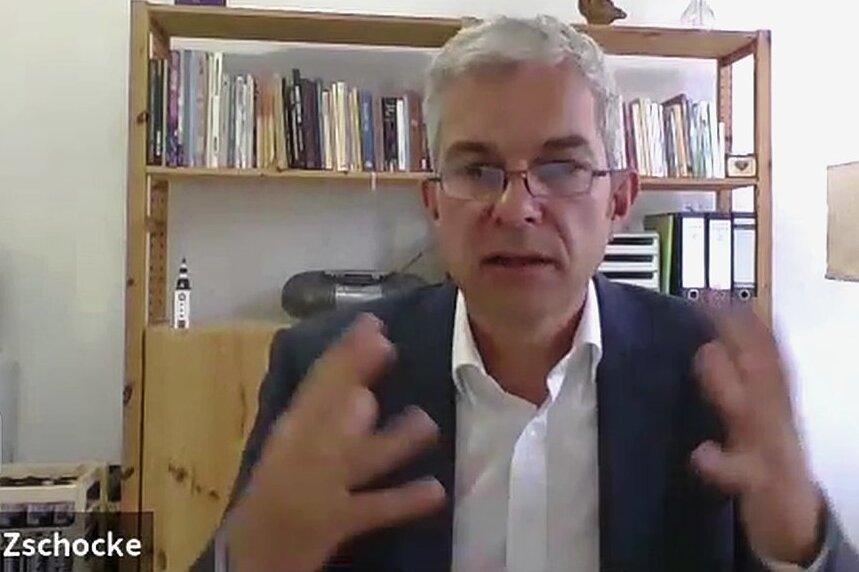 """Volkmar Zschocke im Video-Interview mit der """"Freien Presse"""". In dem rund 24-minütigen Gespräch sprach der Landtagsabgeordnete über seine Meinung zu neuen Wohngebieten, Grenzen der Zusammenarbeit im Stadtrat und die Ziele, die ihm im Falle seiner Wahl am wichtigsten sind."""