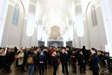 Besucherandrang in der Universitätskirche St. Pauli in Leipzig. Den ganzen Samstag über standen Menschen am Einlass Schlange.