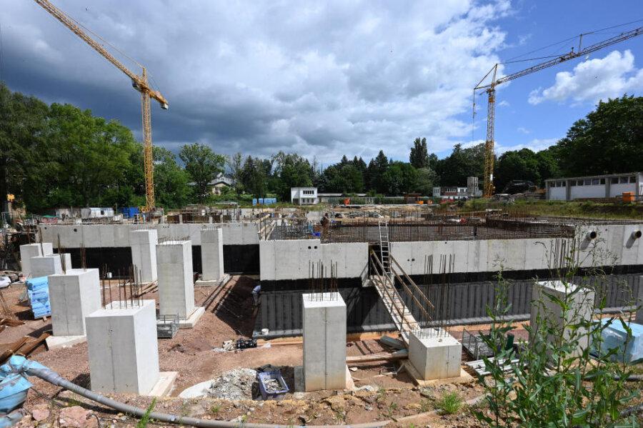 Blick auf die Baustelle des künftigen Schwimmsportkomplexes am Bernsdorfer Bad.