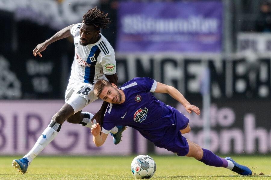 Erzgebirge Aue bezwingt den Hamburger SV mit 3:0