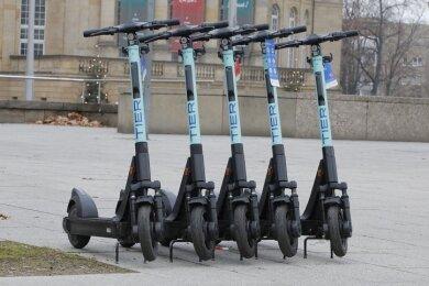 Die E-Scooter wurden laut des Verleihers Tier Mobility an zentralen und belebten Orten in Chemnitz aufgestellt.