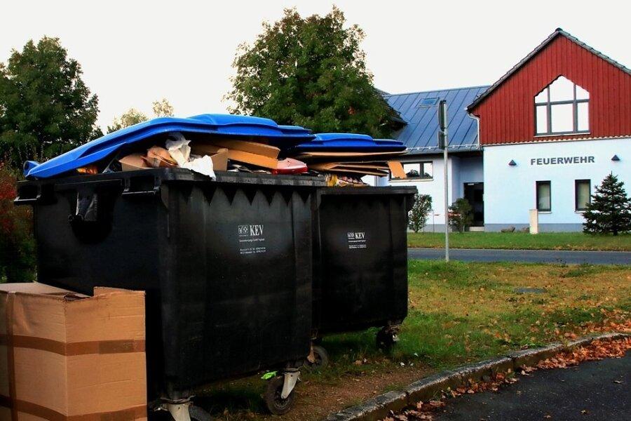 Kein schöner Blickfang: Müllcontainer in der Ortsmitte.
