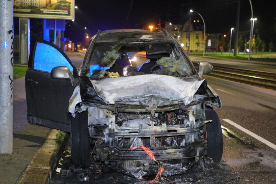 Auto in Flammen: Annaberger Straße in Chemnitz gesperrt