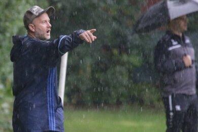 Im Regen stand Germania-Coach Mike Lahl zuletzt nur bei schlechtem Wetter. Sportlich hat für sein Team die Sonne geschienen.