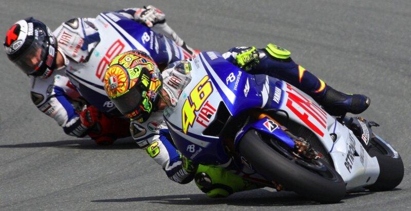 """<p class=""""artikelinhalt"""">Das Duell der Extraklasse: Die Yamaha-Teamkollegen Valentino Rossi (vorn) und Jorge Lorenzo schenkten sich auf dem Sachsenring nichts.</p>"""