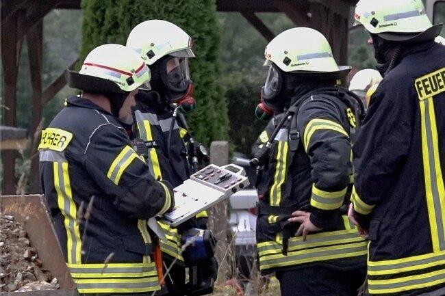 Kameraden der Feuerwehr Klingenthal am Einsatzort.