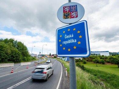 Deutsch-tschechische Grenze. Die meisten tschechischen Regionen waren bereits am Mittwoch in die Risikoliste aufgenommen worden. Jetzt folgten noch die Mährisch-Schlesische Region im äußersten Osten des Landes und das an Sachsen grenzende Usti (Aussig).