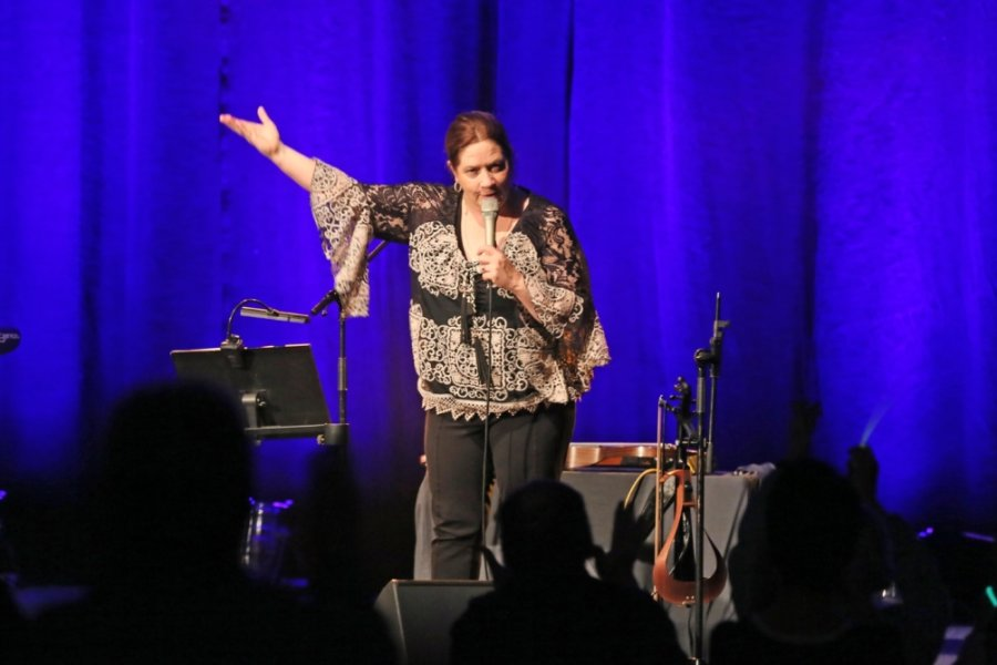 Chor Meracante singt mit Kathy Kelly