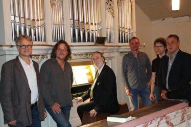 Die Dittersbacher Orgelfreunde Jens Hermann, Jörg Lange, Peter Kleinert, Uwe Hiss, Christoph Rühle und Dirk Börner sammeln Spenden für die Orgel.
