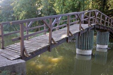 Aus der Landespauschale soll auch die Brücke am Glauchauer Gründelteich in Stand gesetzt werden. Aus Sicht der Freien Wähler reichen die beschlossenen 38.000 Euro dafür aus.