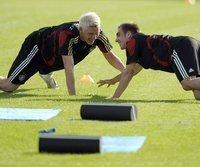 Bastian Schweinsteiger (l.) und Philipp Lahm dürfen hoffen