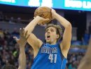 Dirk Nowitzki geht weiterhin für Dallas auf Korbjagd