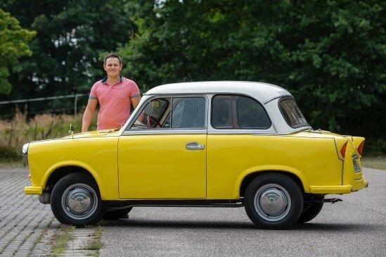 """Früher """"bananengelb"""" lackiert, trägt der P50 jetzt einen gelben Standardfarbton und ein weißes Dach."""